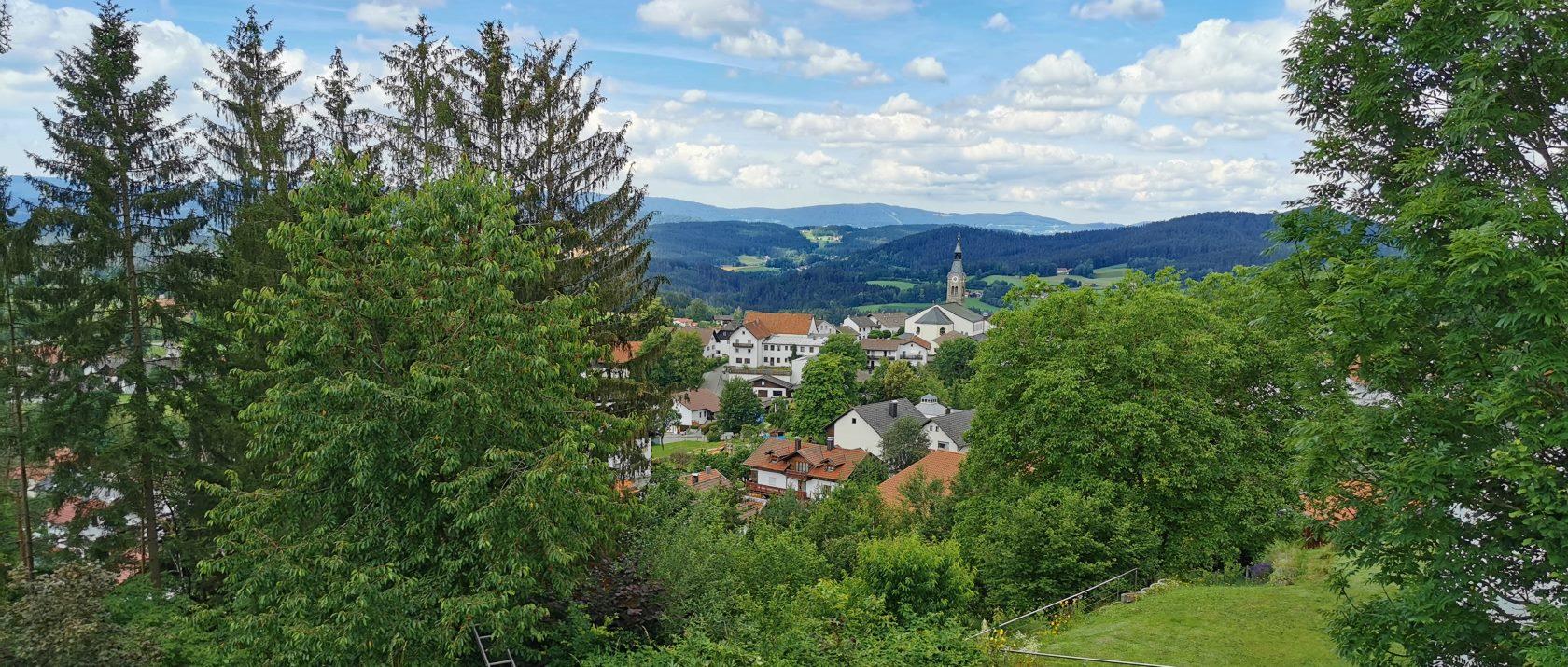 ferienhaus-der-5-kontinente-boebrach-aussicht-ferienort-panorama-1680